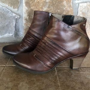 Pikolinos Fall Booties size 8